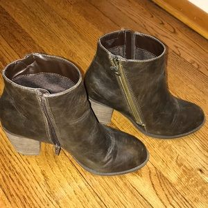 Size 8.5 ankle boots
